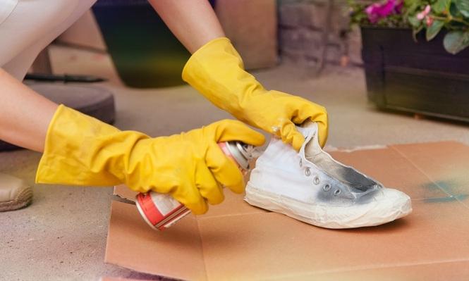 Как в домашних условиях перекрасить обувь 716